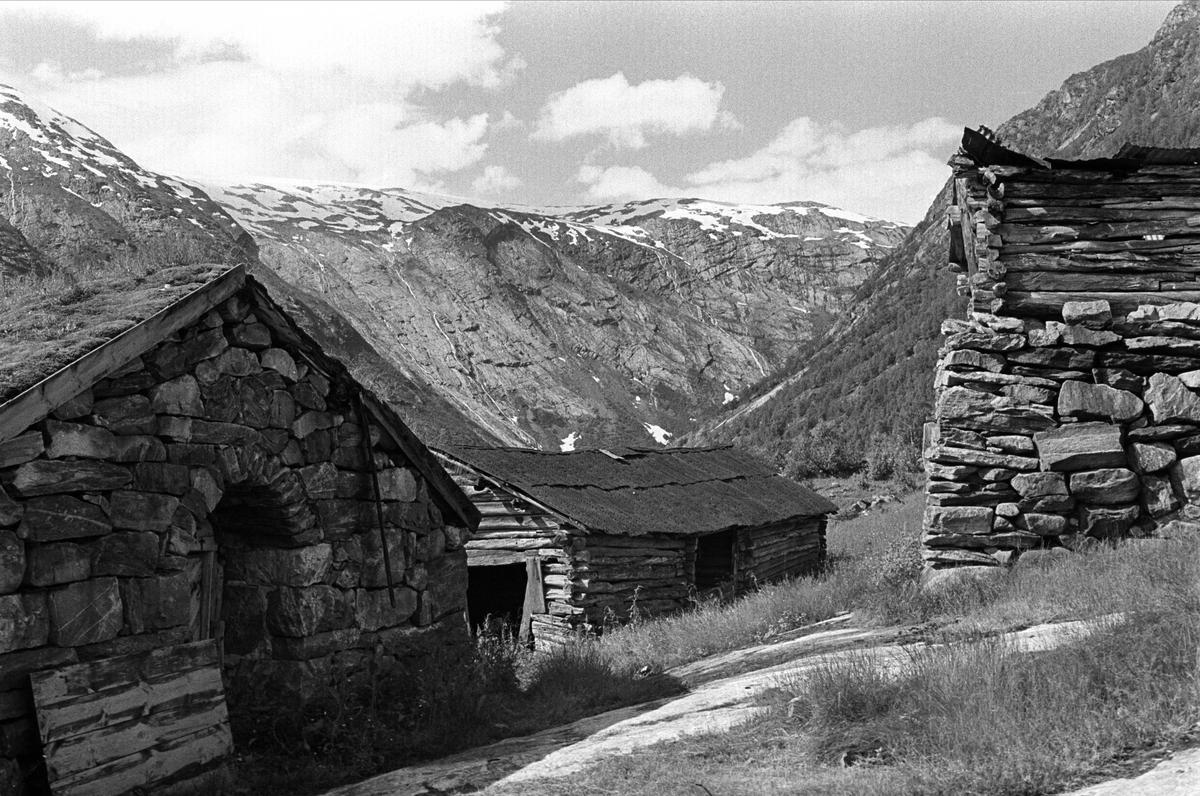 Fra Sogn 01.08.1967. Gammel seter(?) i Jostedalen.
