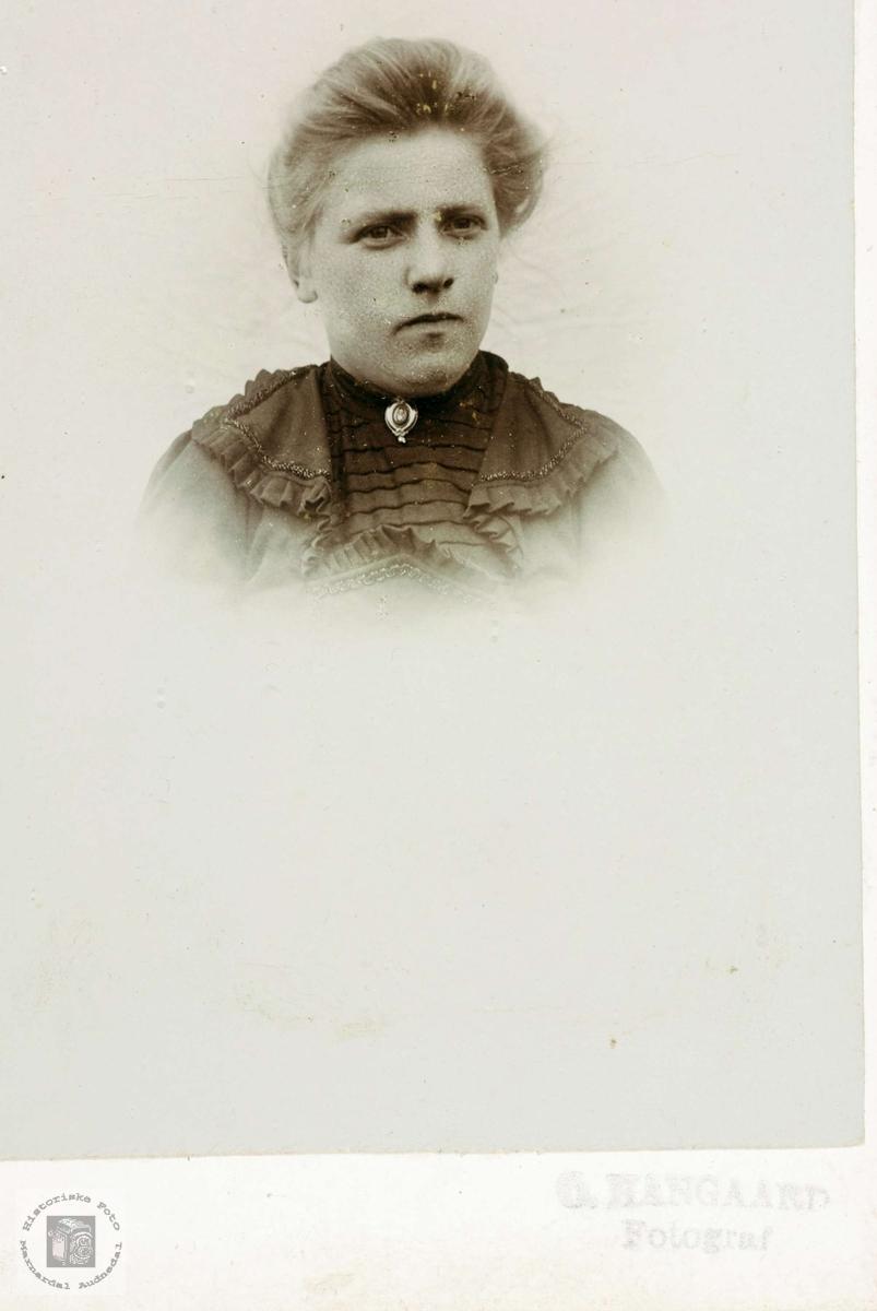 Portrett av Oline Seland gift Teland.