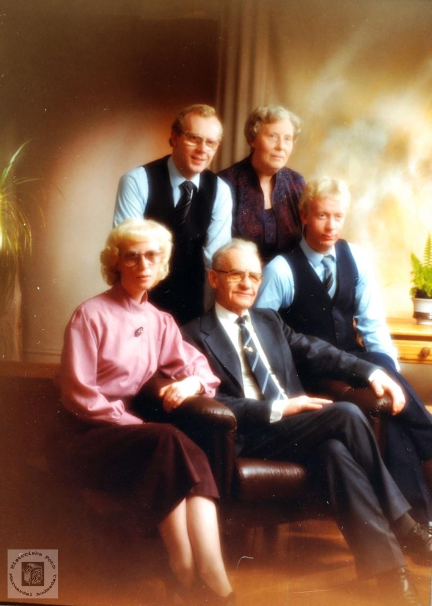 Familiebilde av familien Vasland. Audnedal.