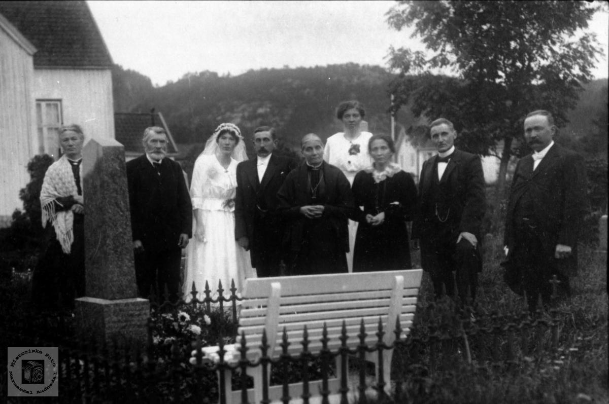 Bryllup til Lars og Borghild Heddeland på Øyslebø.
