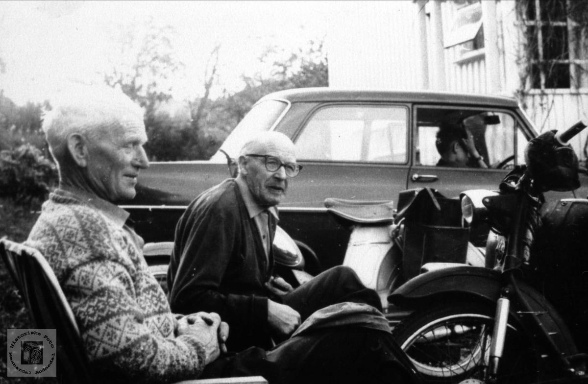 """""""Ein motorisert samtale."""". Gunstein Fidja og Peder Laudal."""