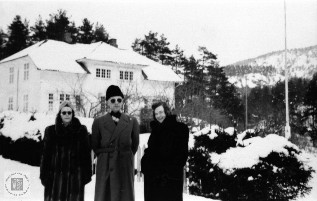 Vinter i hagen hos dr. Rosenvold, Laudal.