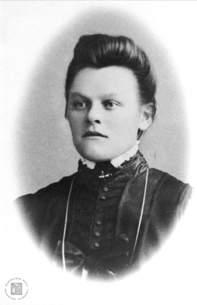Portrett av Ingeborg Bjørnestøl, Øyslebø.