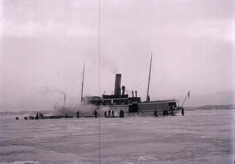 Ångaren MARSTRAND på isbelagda Gullmaren 1917.