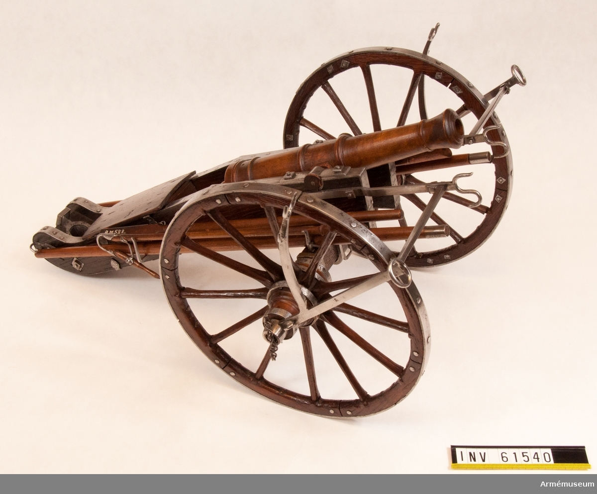 Grupp F I. Skala 1/6. Kapten F A Spaks katalog 1888. 1788 års konstruktion. Modellen består av eldrör, lavett, föreställare, två anmarschbommar, laddskyffel, handspik, inventionsviskare.