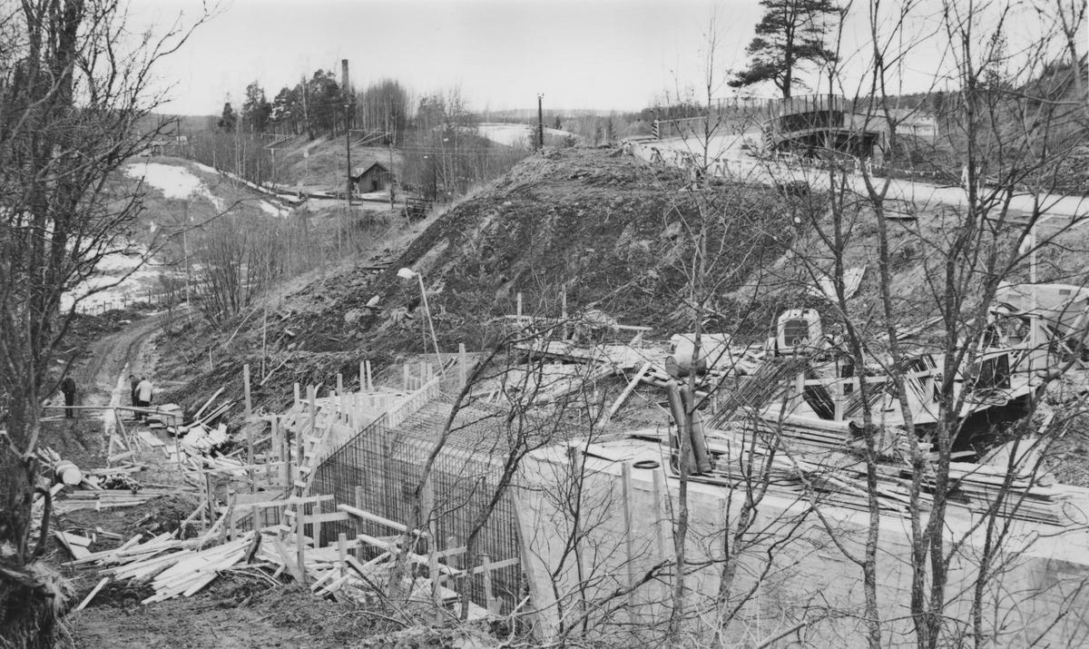 Støping av Tønsberg tunnel (kulvert) pågår. Tunnelen (kulverten) ble bygget i forbindelse med utretting av riksvegen.