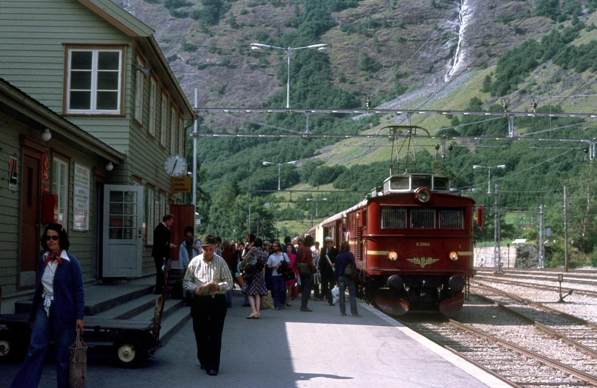 Flåm stasjon. Tog fra Myrdal.