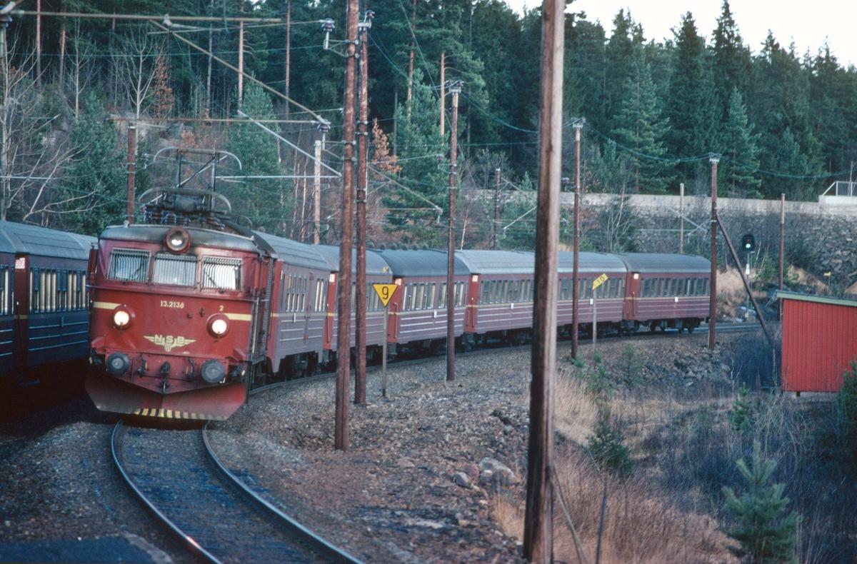 Kryssing mellom togene 702 og 701 i Selåsvatn stasjon
