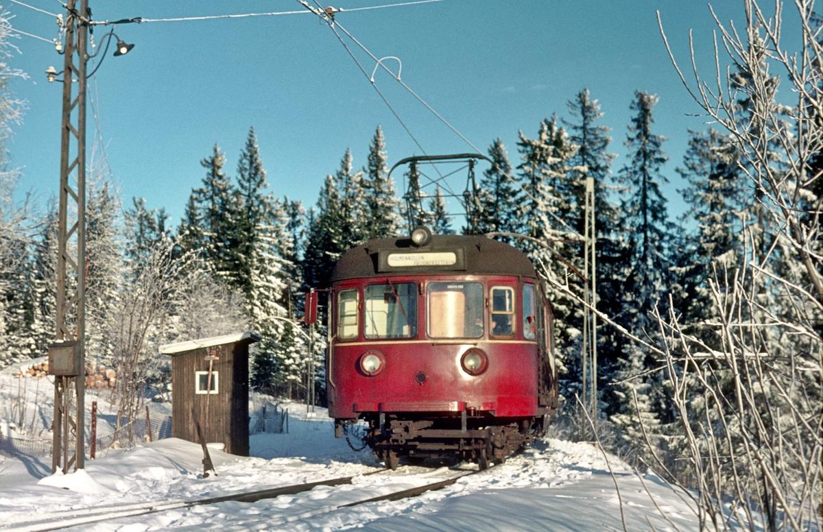 A/S Holemnkolbanen. Oslo Sporveier. Tryvannsbanen. Vogn 501, type 1946 (Skabo, NEBB).
