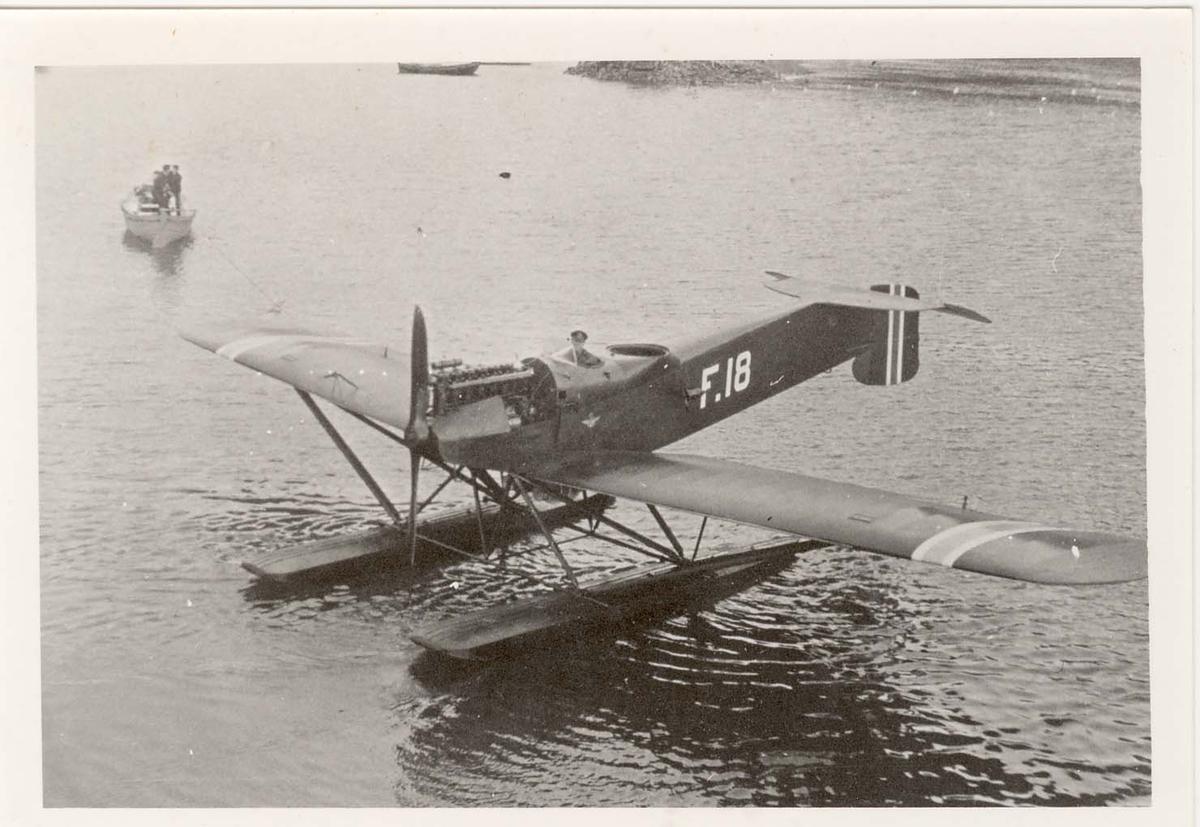 Hansa Brandenburg W 33, fly nr. F-18 . Bildene er tatt delvis på Horten og på Svalbard 1928.