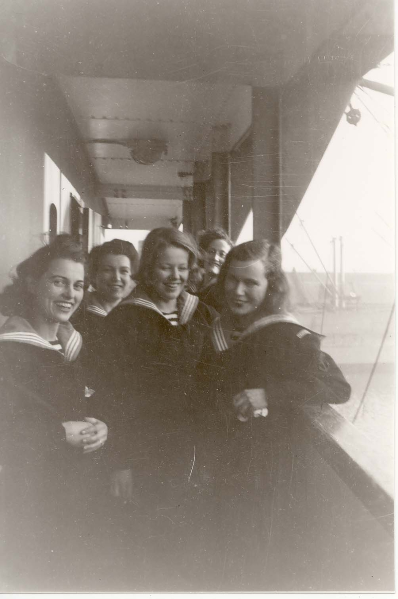 Motiv: Marinens Kvinnekorps 1942/1945 Ombord (HMS Shievan?)