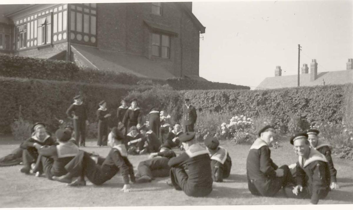 Motiv: Marinens Kvinnekorps 1942-1945 Fra rekruttskolen Liverpool