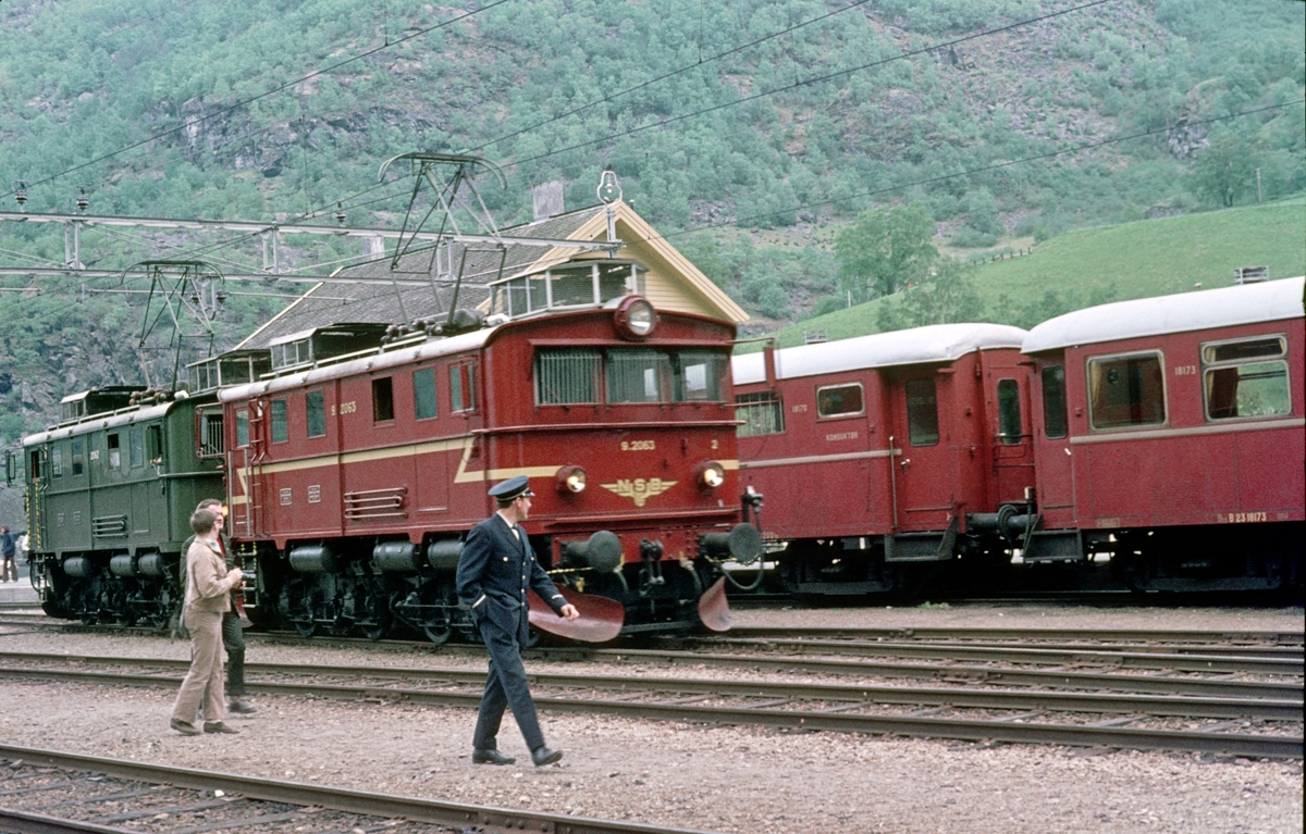 Flåmsbana, Flåm stasjon. NSB elektrisk lokomotiv type El 9.