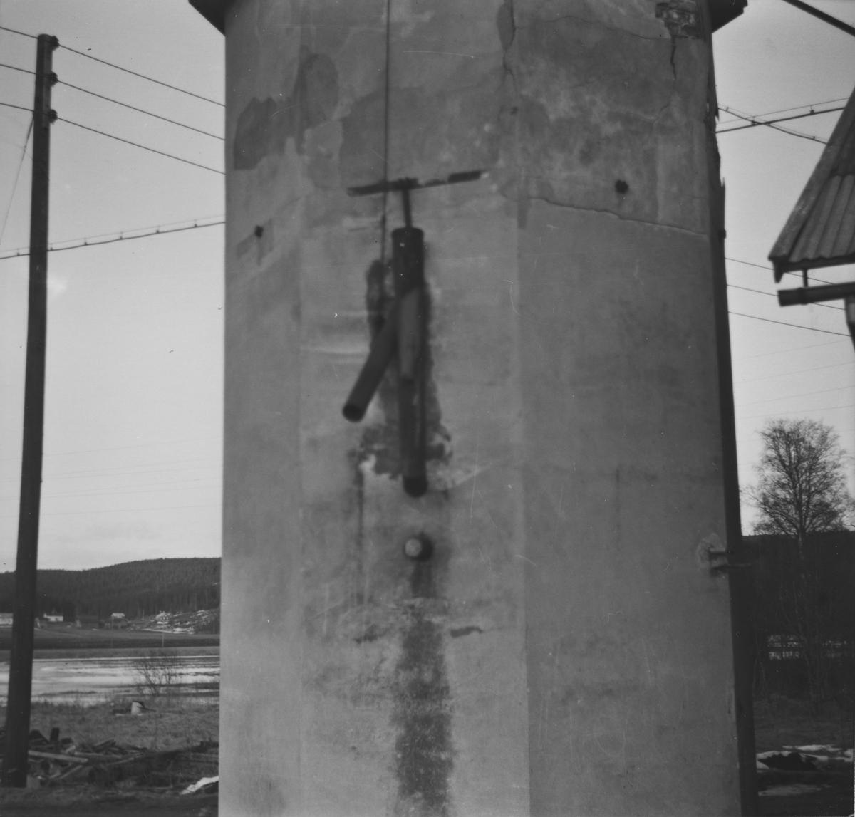 Søndre vanntårn på Bjørkelangen stasjon syv år etter nedleggelsen.