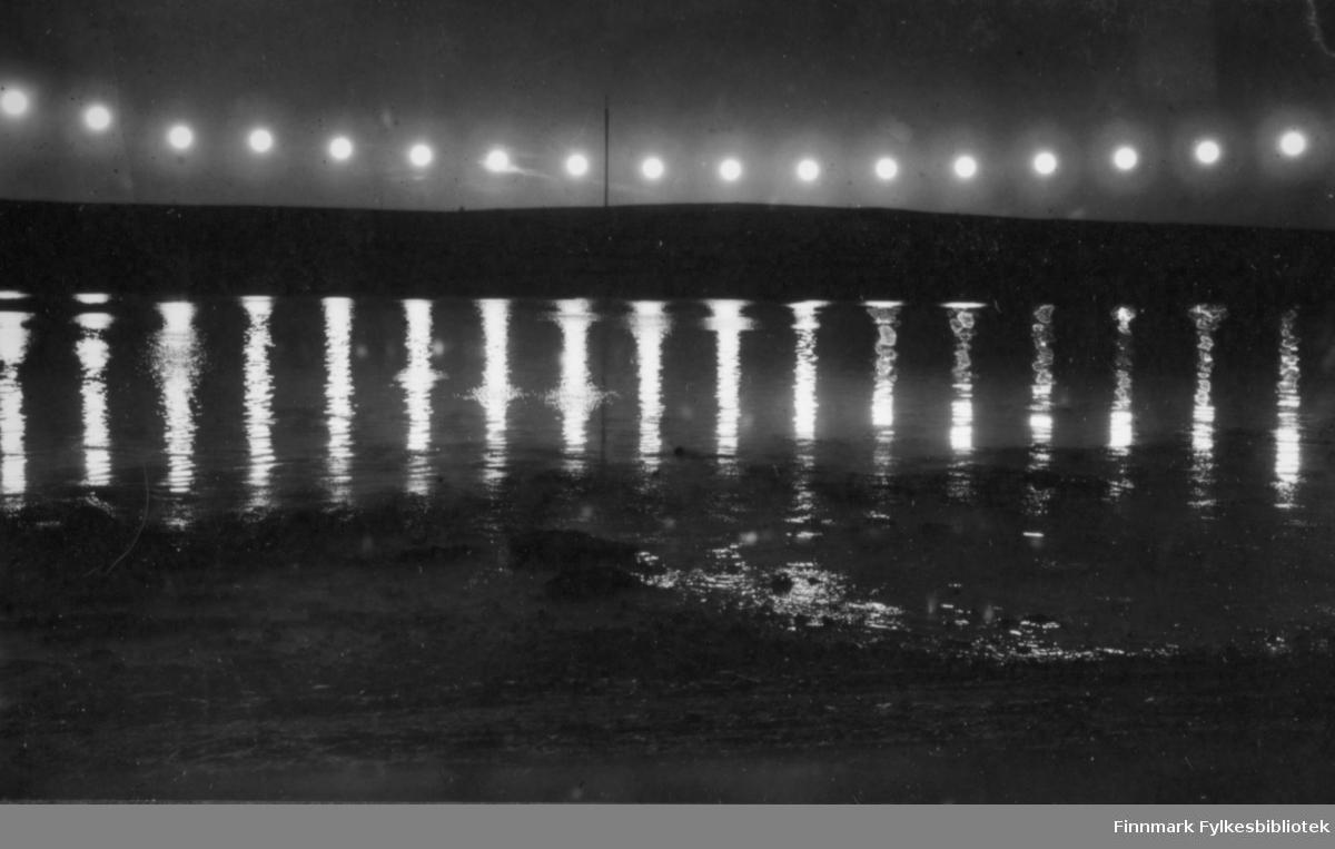Sekvensfotografi av midnattsol, antageligvis tatt i nærheten av Vadsø