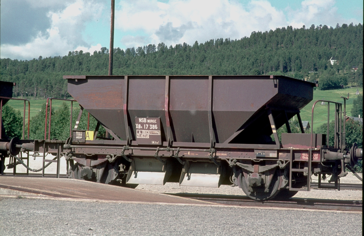 Grusvogn Ø4 17 386 i Os stasjon. Gruskjøring fra Os grustak.