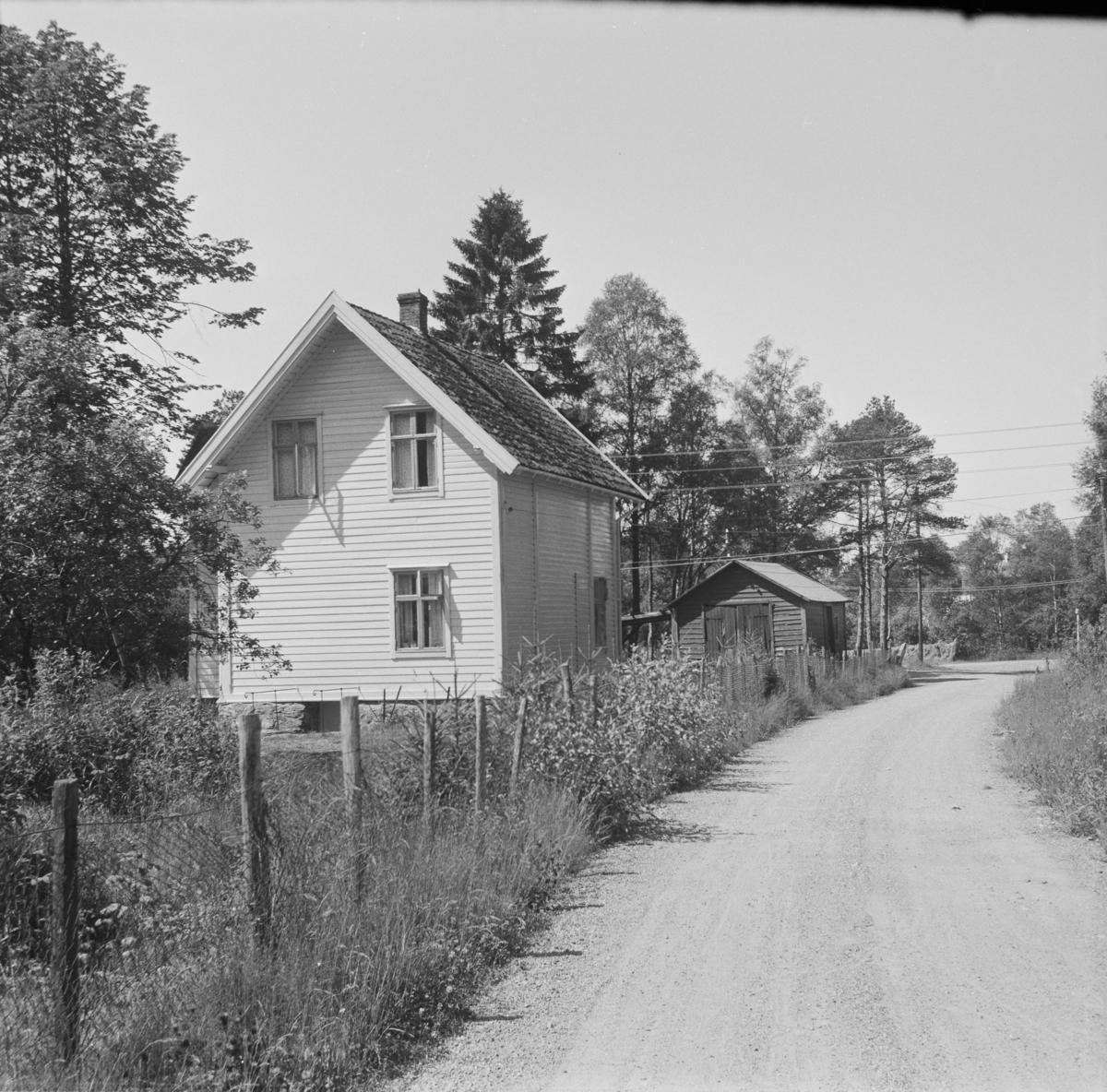 Tidligere Fana stasjon. Stasjonsbygningen stod opprinnelig på Kalandseid.