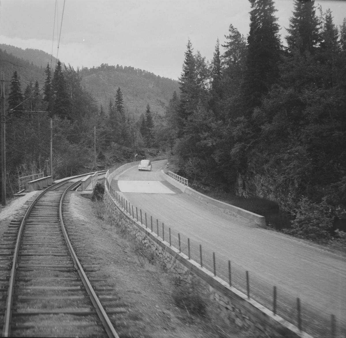 Fra Hardangerbana. Utsikt fra førerrommet på motorvogn type 64 mellom Nesheim og Palmafoss.