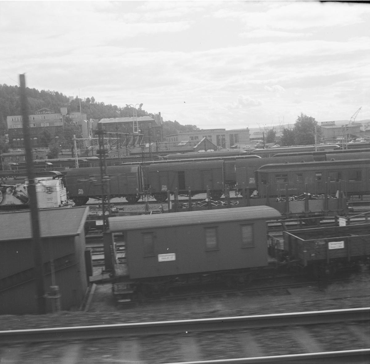 """Stasjonsvogn i """"Haven"""" ved Oslo Ø"""