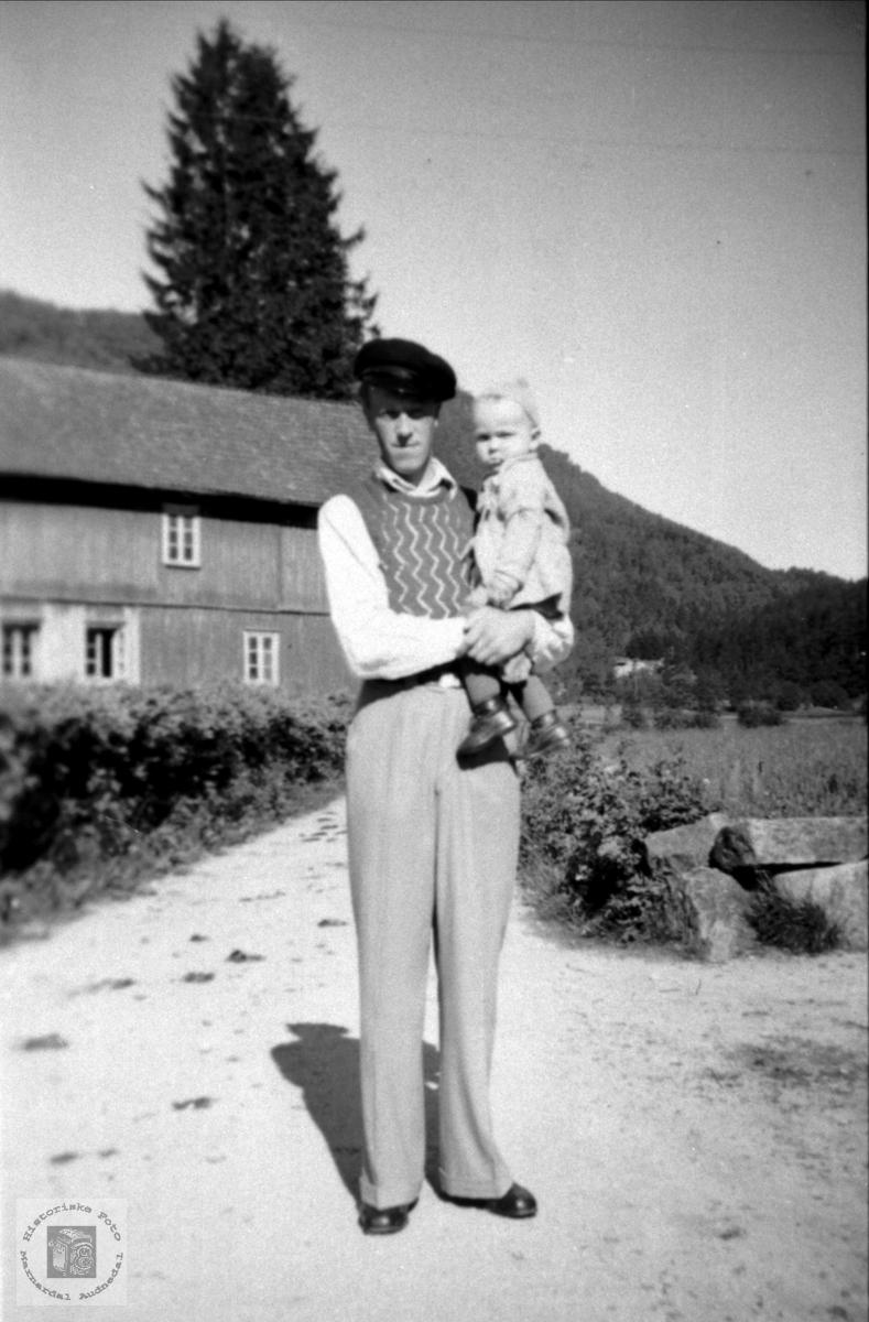 Far og son. Karl og Jonny Steinsland.