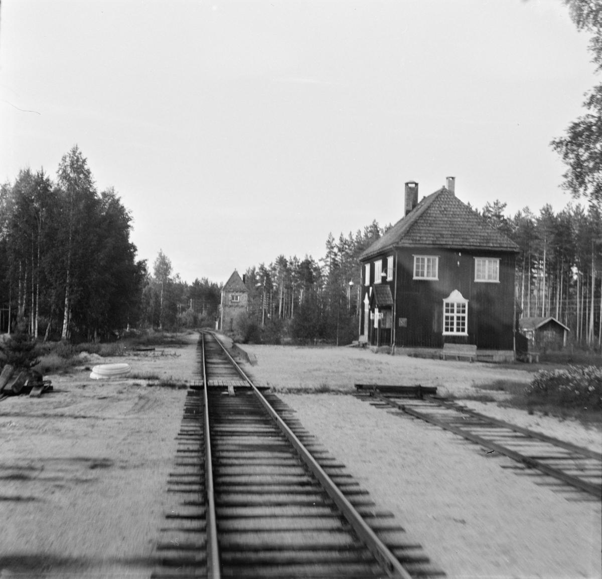 Sandå stasjon på Treungenbanen, sett fra førerrommet på motorvognen til Treungen.