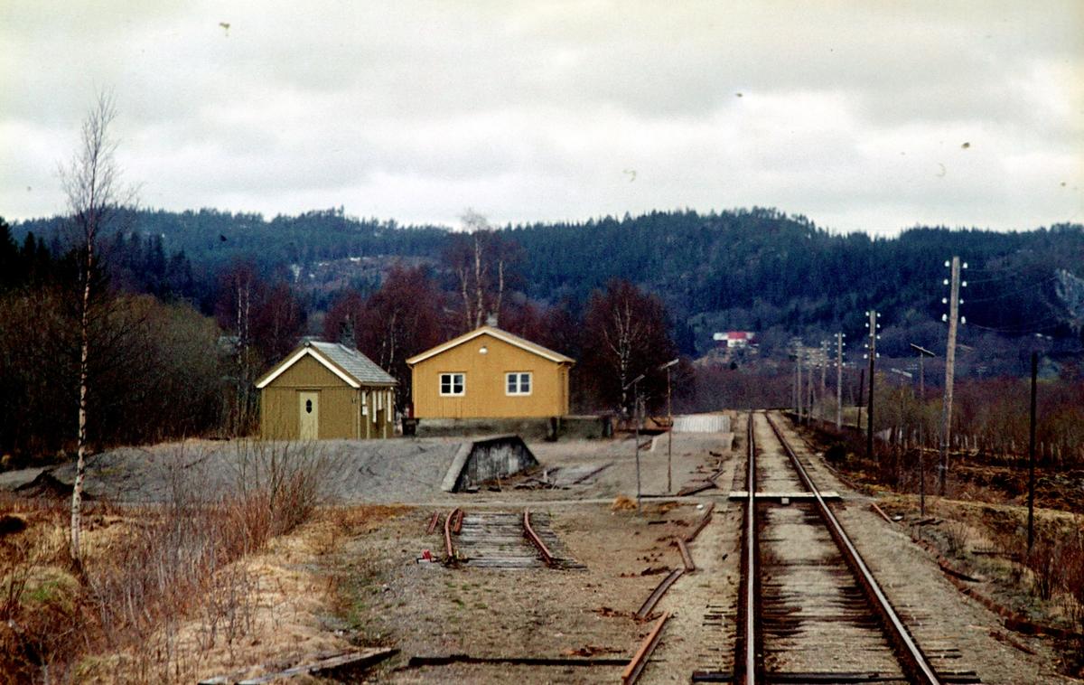 Øysletta stasjon på Namsoslinjen sett fra tog 483 (Grong - Namsos)