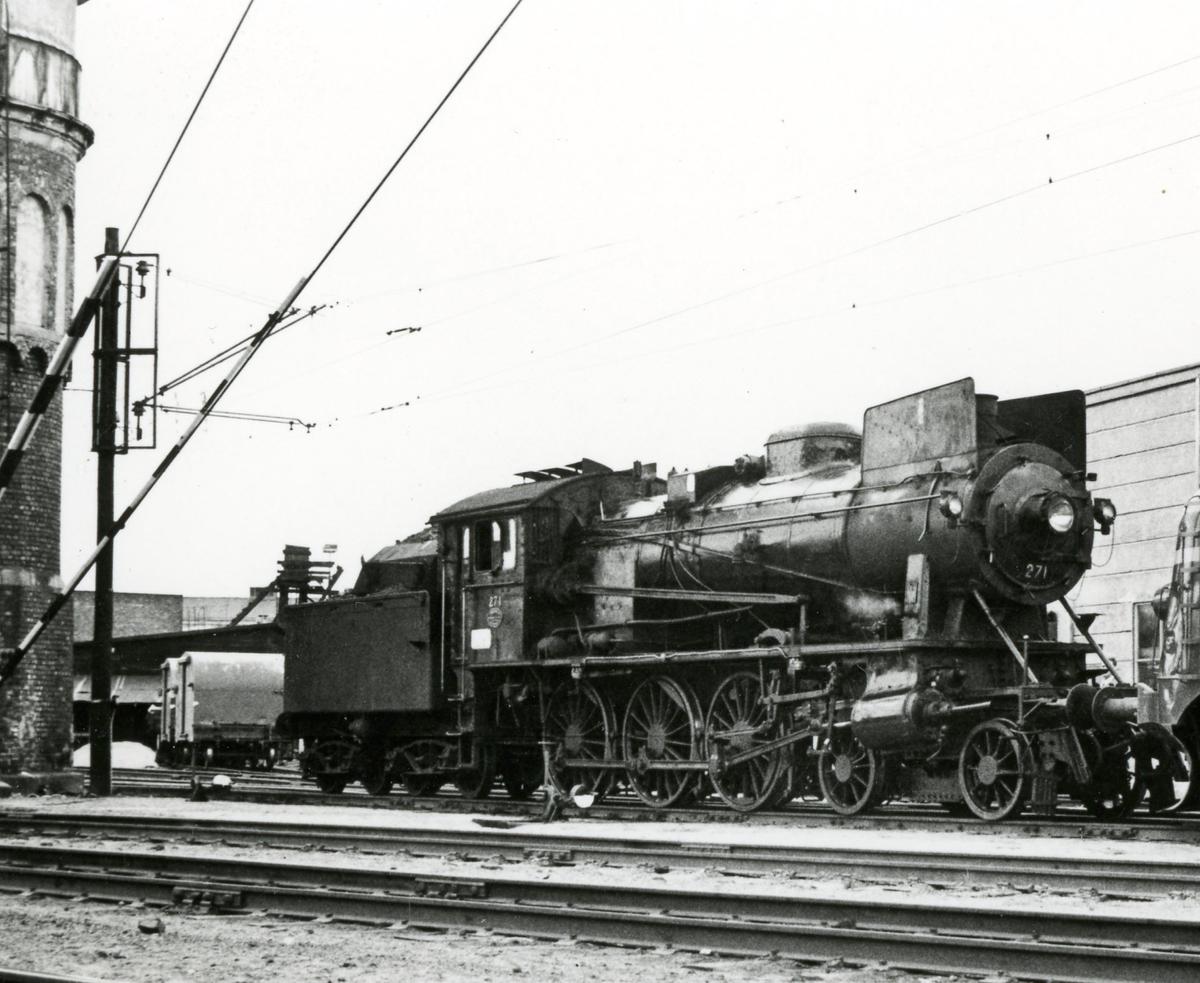 Damplok type 30a nr. 271 på Hamar stasjon. Lokomotivet er trukket frem for fotografering i forbindelse med Svenska Järnvägsklubbens veterantogstur.