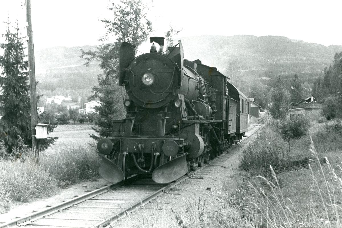 Godstog på Skreiabanen med damplok 30b nr. 347.