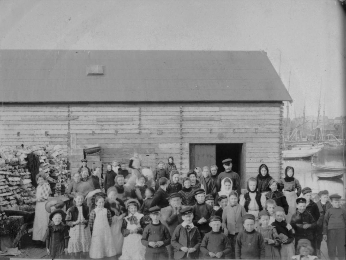 Linegnere på Svartnes kai våren 1907.