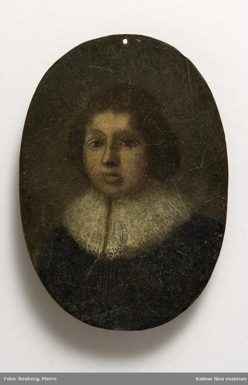 KLM 4015. Oljemålning, miniatyrporträtt på koppar. Oval form. Porträtt av, enligt text på baksidan: Petr. Chamber, Pastor i London, ankom till Stockholm Ao 1649.