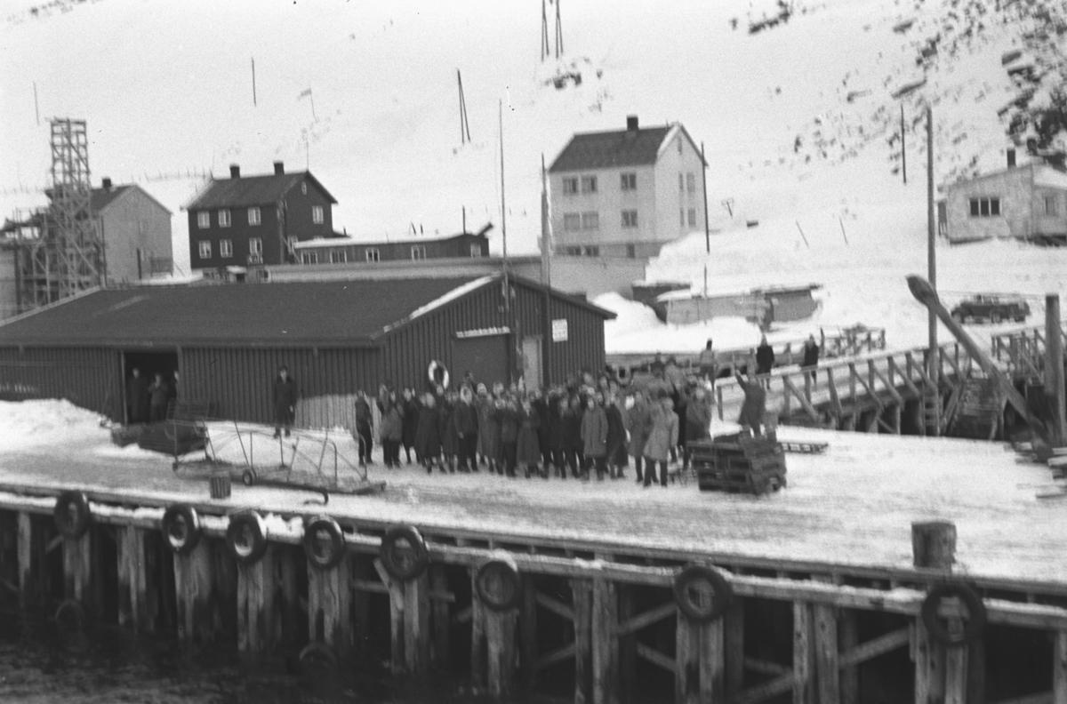 Bilde tatt fra Hurtigruta. Iflg. infomanten kan det være i Havøysund.