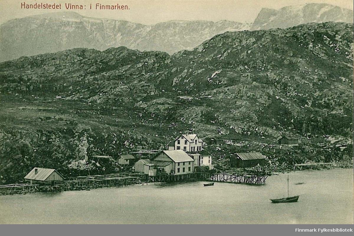 Postkort med motiv fra Vinna på Nordre-Seiland. Kortet er en jule- og nyttårshilsen til Arthur og Kisten Buck på Hasvik. Kortet er sendt fra Hammerfest i desember 1908.