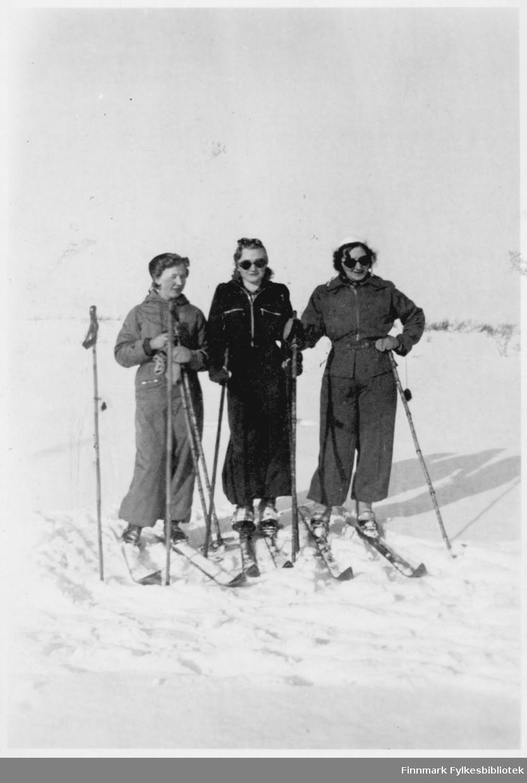 tre kvinner på ski på fjellet snø Åshild Haldorsen til høyre