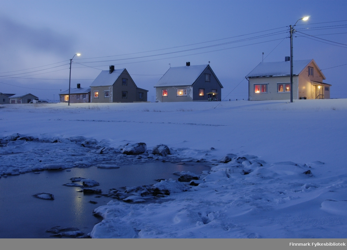 Mørketid i den lille bygda Golnes i Nord-Varanger. Bildet er tatt i begynnelsen av januar 2009.