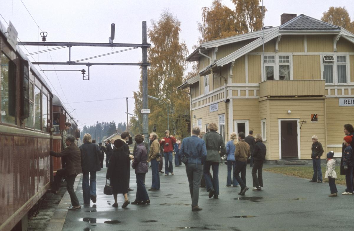 Ekstratog til Skreia for Norsk Jernbaneklubb på Reinsvoll stasjon.