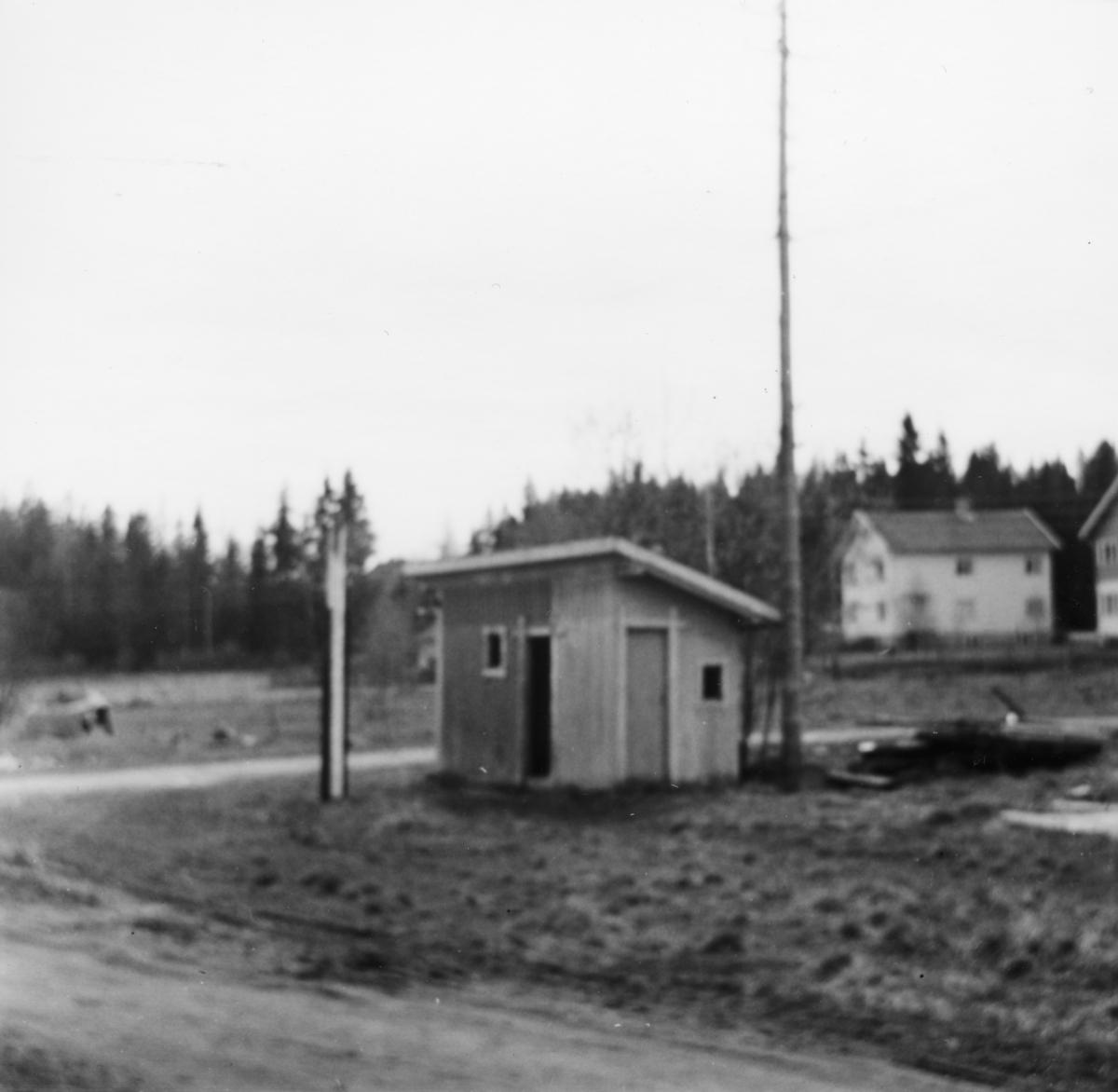Utedoen på Hjellebøl stasjon på nedlagte Urskog-Hølandsbanen.