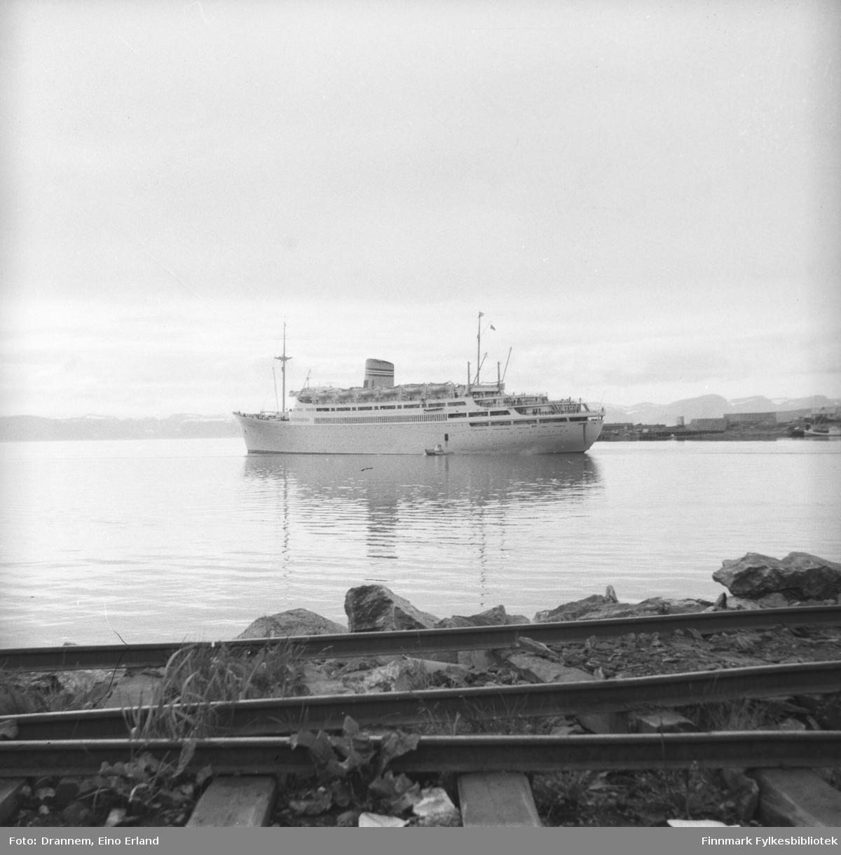 'Passasjerskipet Bergensfjord' ved Hammerfest havn