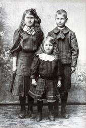 Søsken gruppe, fra venstre: Anna (født 12/11-1900, død 18/04