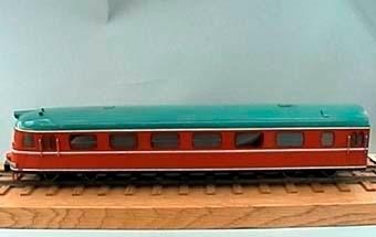 Modell i skala 1:50 av motorvagn Y0a2B, X9B, manöverenhet Orange med grågrönt tak  Kallades i folkmun Paprikatåget.