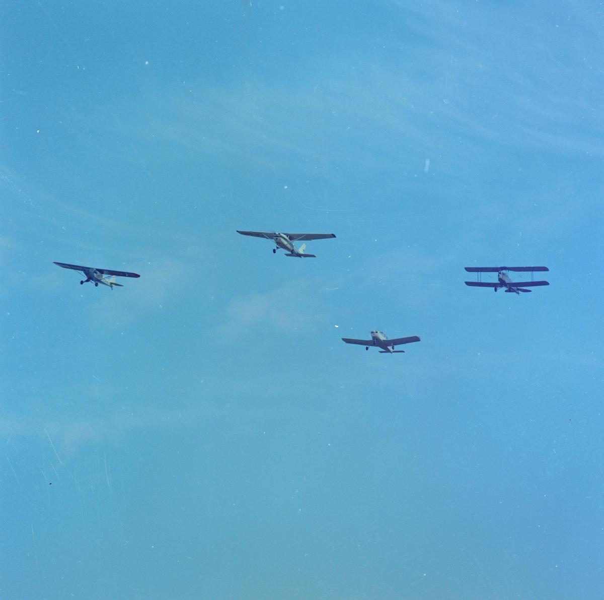 Fly i lufta, demonstrasjonsflygning av Gardermoen flyklubb.