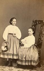 Porträtt av Maria Linke och Elisabeth Linke.