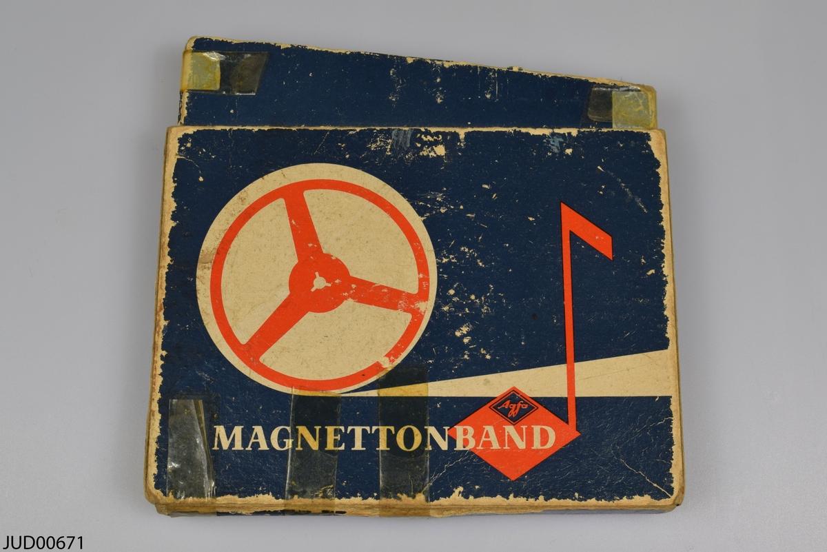 Tre musikband, köpta i Polen. Ett av banden har sin urpsrungliga kartong.