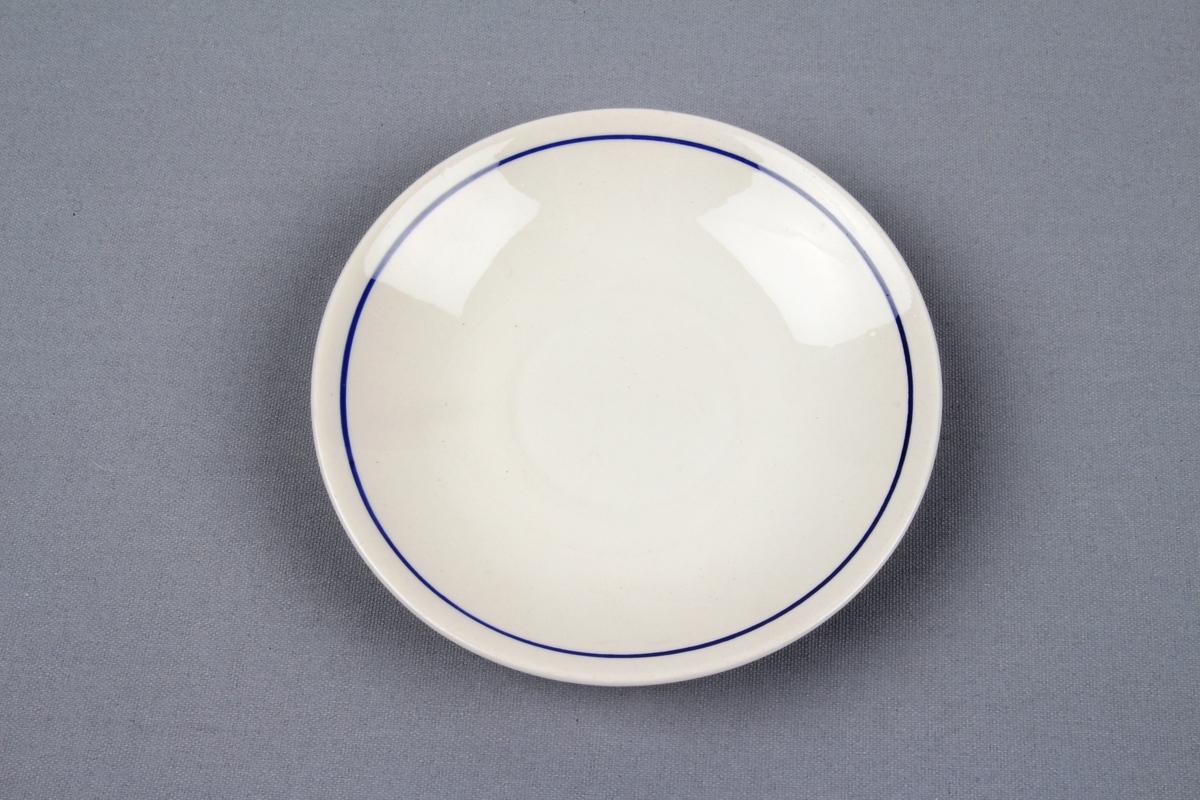 Underskål med en enkel mørkeblå stripe langs randen.