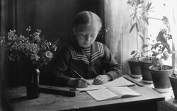 Fotografens datter, Solveig Elvira Lauritzen F.23.12.1906, g