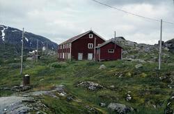 Glomfjord kraftverk. 60-mannsbrakken ved Storglomvatnet.