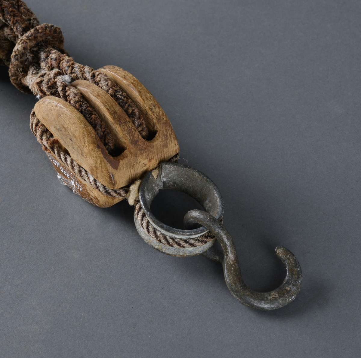 Brukt under segling av båter: Til stramming av seilets fremre, nedre hjørne når de seilte opp mot vinden.