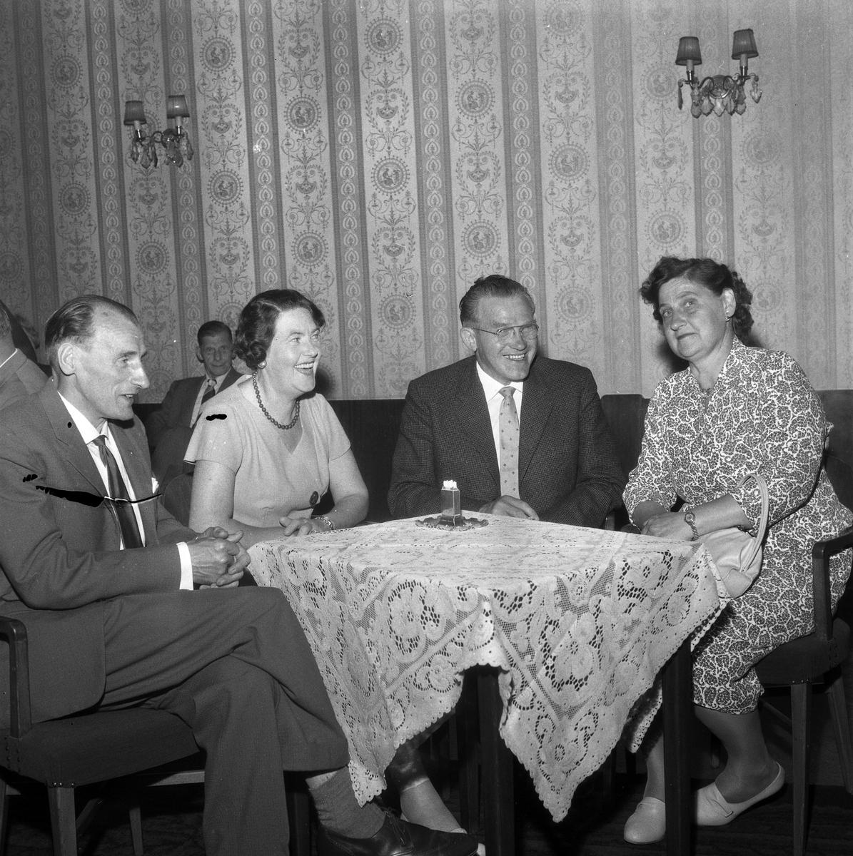 Skomakarmästare på Örebromöte.  13 juli 1959.