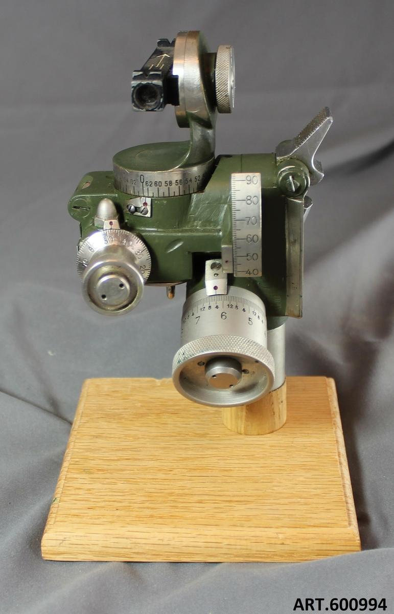 Riktinstrument till Grk 12cm m/34. NIFE /Carlsson & Westerberg Eskilstuna, ind nr 16733 Fm ind nr 2212