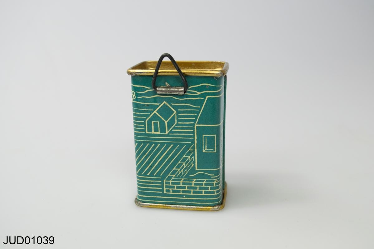 Liten blå bössa. På ena sidan hand som stoppar mynt i en bössa, andra sidan hus och åkermark.