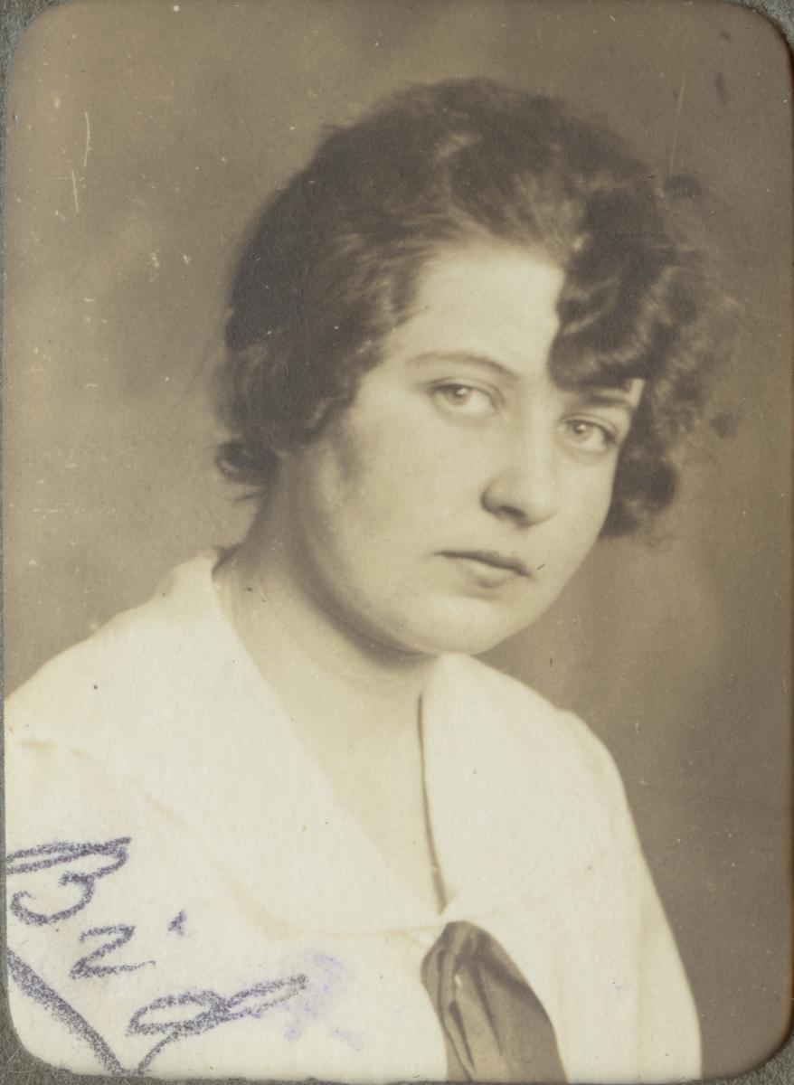Sigrid Svensson (Bid). Ur album Kurskamrater som delade ljuvt och lett, på Telegrafkursen i Stockholm 1920.